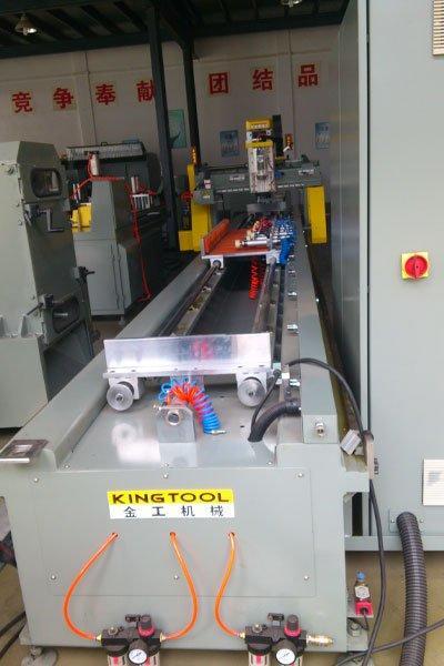 Centre d'usinage à commande numérique par ordinateur à 3 axes KT-630R
